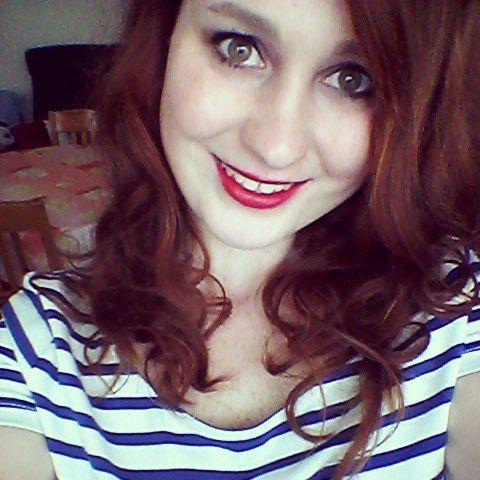 Fotka se rtěnkou z našeho E-shopu od Sleeku v odstínu STILETTO  www.befabulous.cz/makeup/stiletto-detail  #befabulous #makeup #photo #Sleek#redhead#Lips#Photography #girl #girls #fashion #czechgirl #bookstagram #brno #fotografka #instagram #smiele #focení #stiletto