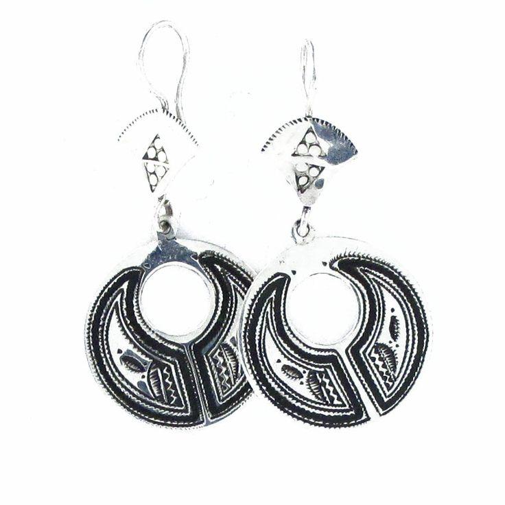 Boucles d'oreilles Touareg ronde ciselées et argent massif. http://www.laoula-bijoux.com