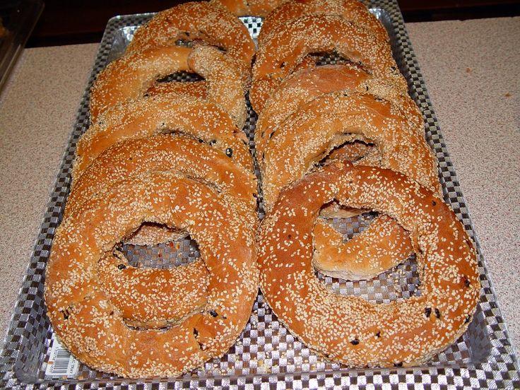 the classiest of all classic breakfasts in Greece. The sesame seed bread stick. Μωσαϊκό: Κουλουρι Θεσσαλονικης