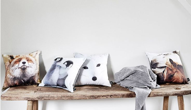 Arredamento stile scandinavo panca con cuscini decorativi