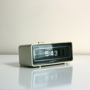 This image shows an alarm clock symbolizing a real life pattern of waking up early on weekdays to attend class.