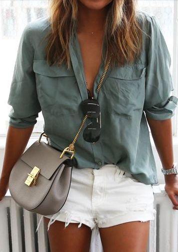 Πώς θα συνδυάσεις τζιν σορτς με πουκάμισο - dona.gr
