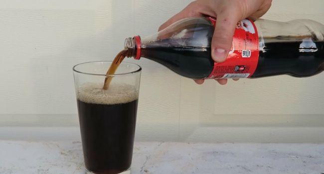 Sabe o Que Acontece Quando Se Mistura Coca-Cola e Lixívia?