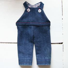 Salopette de poupée - http://www.petitcitron.com/index.php/patrons-de-couture/vetements-de-poupee/salopette-de-poupee#.VKbPmns1YtQ