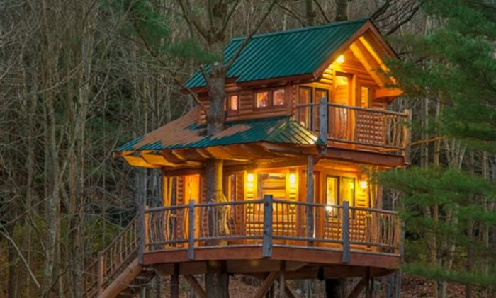 Spend The Night In This Cozy Vermont Treehouse For An Unforgettable Experience
