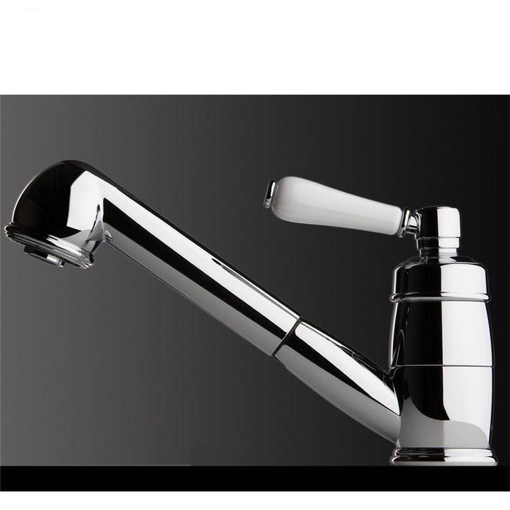 Alliez modernité et allurerétroavec cemitigeur douchette. Sa poignée blanche vintage associée à sa douchette le rend aussi tendance que pratique.