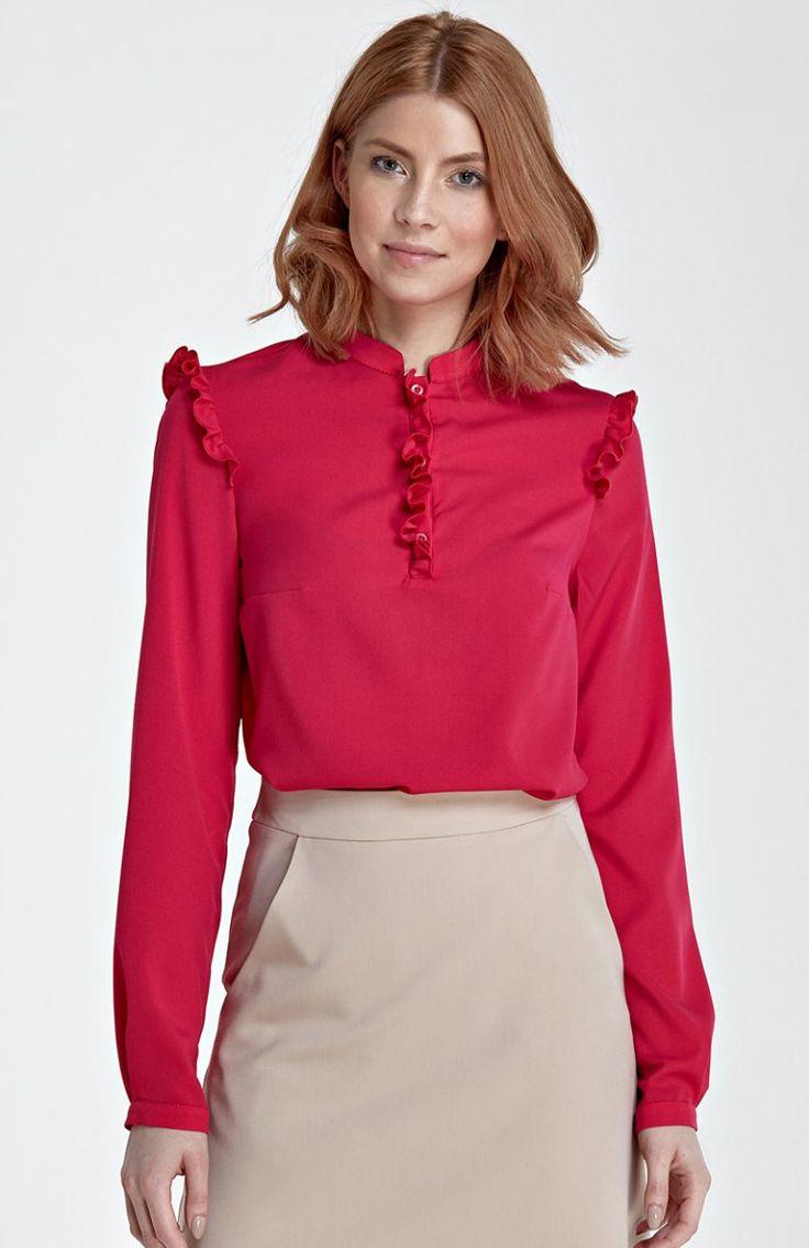 Nife B78 bluzka fuksja Elegancka bluzka, ozdobiona malutkimi falbankami na ramionach i dekolcie, wykonana z delikatnego materiału