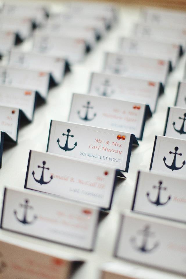 碇のパンチで穴あけて♪ <ネイビー・おしゃれな結婚式エスコートカード・席札まとめ一覧>