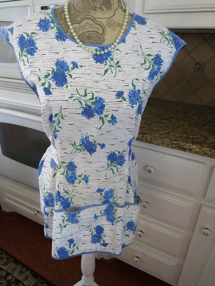 Vintage Mid Century Cobbler Apron with Pockets - Blue Carnations Flowers - Smock Pinafore Apron - Blue White Kitchen -  Collectible by shabbyshopgirls on Etsy