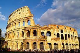 El Coliseo de Roma es el anfiteatro más grande construido durante el Imperio Romano. Durante más de 5 siglos ofreció espectáculos de fieras, batallas de gladiadores y representaciones de batallas.