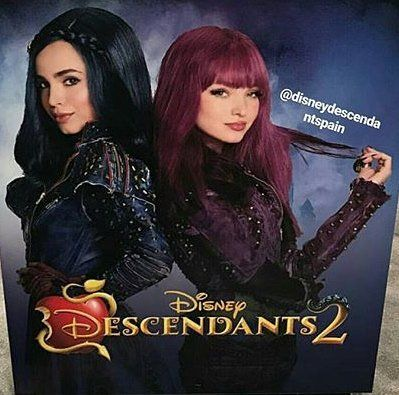 Dove Cameron as Mal and Sofia Carson as Evie in ...