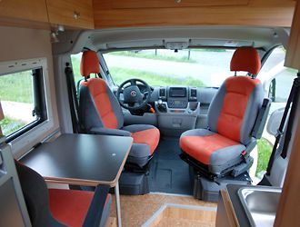 reisemobil mit stockbetten auf l nge busausbau. Black Bedroom Furniture Sets. Home Design Ideas
