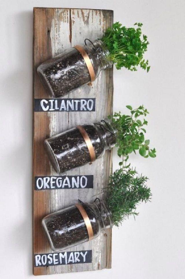 Decorando el hogar: Ten tu propio jardín de hierbas y especias dentro de tu cocina. http://ideasparadecoracion.com/ten-tu-propio-jardin-de-hierbas-y-especias-dentro-de-tu-cocina/