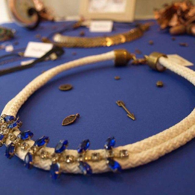 L' #automne est arrivé au Comptoir à perles! Et avec lui les jolies feuilles bijoux de la marque #WildGrass , une créatrice tunisienne en exclusivité au Comptoir à perles - collier strass en quantité limitée -  #lecomptoiraperles #bijoux #creation #création #faitmain #handmade #handmadejewelry #strass #feuilles #leaves #bleu #blue #nofilter