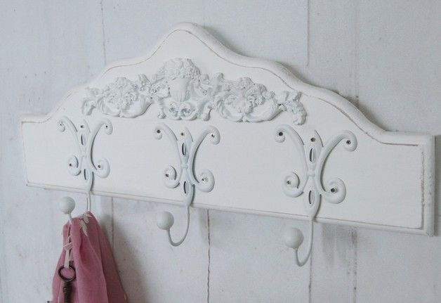 die 25 besten garderobe shabby chic ideen auf pinterest shabby deko feminine wohnung und. Black Bedroom Furniture Sets. Home Design Ideas