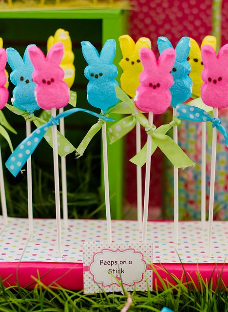 Perfect for day care Easter party: Peeps on a stick: Easter Parties, Cakes Pop, Peeps Pop, Pinwheels, Sticks, Parties Ideas, Parties Treats, Easter Treats, Easter Ideas