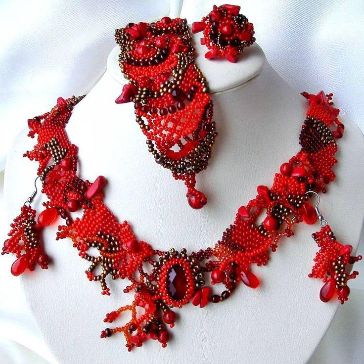 Free form beaded jewelry by Ibolya Barkoczi