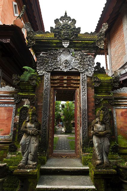 specksofglitterandgold: 1-6 083 Bali Culture | Flickr – Compartilhamento de fotos! on We Heart It.