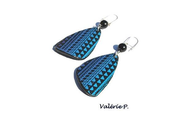 Boucles d'oreilles triangle asymétrique dégradé bleu