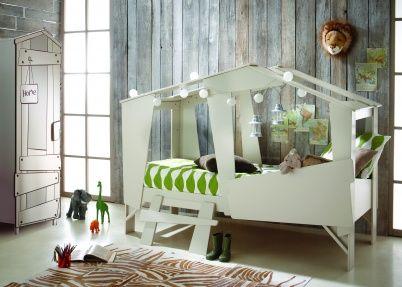 Boomhut slaapkamer met super gaaf boomhutbed en boomhut kledingkast, helemaal blits!