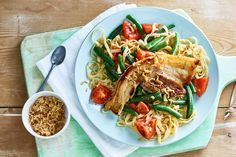 27 juni - Speklapjes + sambal manis + mienestjes in de bonus bij Albert Heijn = een bord vol Aziatische smaken - Recept - Allerhande