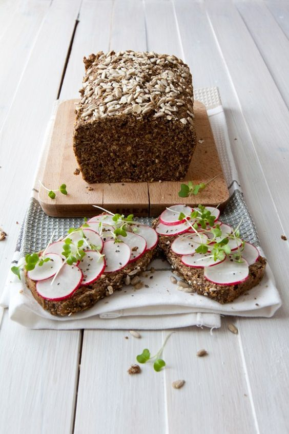 Flaxseed bread recipe - gluten free delicious and nutty bread. Super quick to make, full of flavour and good for you ingredients. And it tastes amazing.