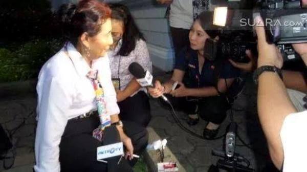 Kontroversial Susi Pudjiastuti; Menteri Bertato, Perokok, dan Drop Out SMA