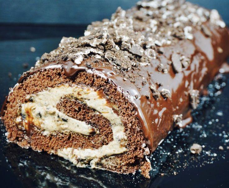 Overdådig sjokoladerullekake med oreo og nougat.