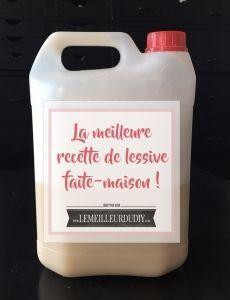 150 g de savon de marseille 100 g de bicarbonate de soude 110 g de vinaigre blanc 2 litres d'eau chaude  râpez le savon  Versez les 2 litres d'eau chaude sur le savon et remuez avec un fouet pour que le savon fonde. Ajoutez le vinaigre blanc Ajouter le bicarbonate : ça va mousser un peu, ne paniquez pas ! Versez le tout dans un grand bidon en plastique avec un entonnoir Utilisez votre ancien bidon de lessive 1/2 verre par lessive