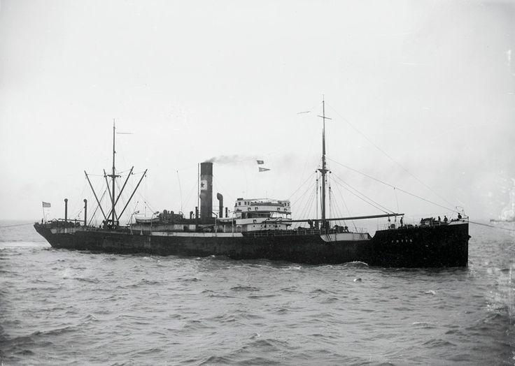 Το νεότευκτο ατμόπλοιο FOTIS που κατασκευάστηκε το 1912 για τον Ν.Δ.Λυκιαρδόπουλο. / The steamship FOTIS, built in 1912 in the United Kingdom for N. D. Lykiardopulo interests.
