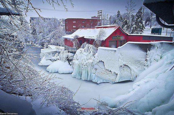 Une photo épinglée sur Pinterest de la centrale Frontenac en plein hiver!