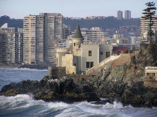 Castillo Wulff con mar embravecido (Viña del Mar)