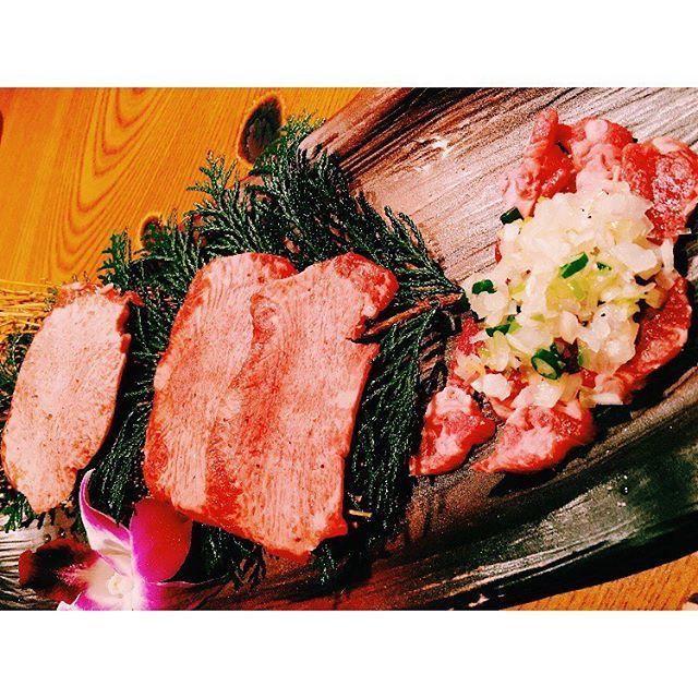 広尾の薩摩牛の蔵! ランチでも混んでるっていう。  名前の通り鹿児島の黒毛和牛、 渋谷にもお店ができたらしい、ラッキー🤞💜 タンがめっっっちゃおいしいのと 焼酎好きにはたまらない品揃えのお酒... 限られた蔵元さんとしか取引してへんらしいから、お肉一切れ一切れに愛を感じる😍💋 最近行ってへんからまた行きたい〜 誰か付き合って〜  #肉#焼肉#焼肉部#広尾#牛の蔵 #foodie#foodstagram#yummy #good#nice#like#l4l#instagood #牛タン#ハラミ#鹿児島#黒毛和牛 #個室#tokyo