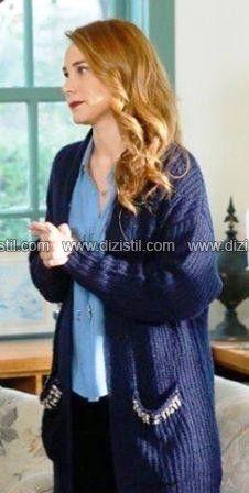 Poyraz Karayel 73.bölüm Ayşegül mavi gömlek,lacivert hırka ve kolye – Dizistil