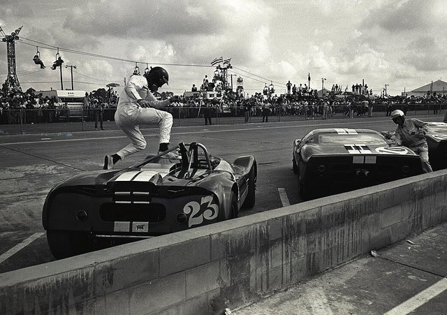 1965, Sbring 12 hours. Dan Gurney (Lotus 19J) www.romeoauto.it