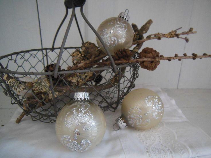 3er Set sehr alte Christbaumkugeln mit Dekor von Petite Maison auf DaWanda.com