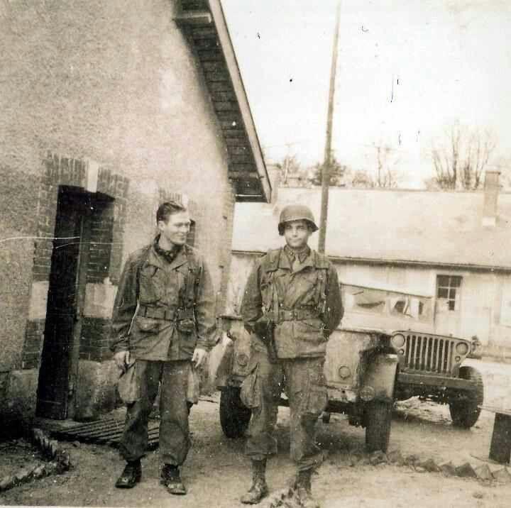 Captain Lewis Nixon (r) and Major Richard Winters (l)