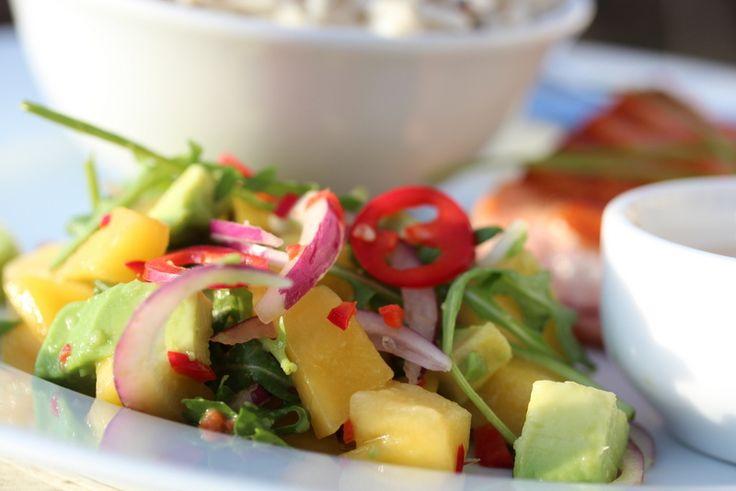 Grillet laks med mango- og avokadosalat - TRINEs MATblogg Server gjerne med quinoa!