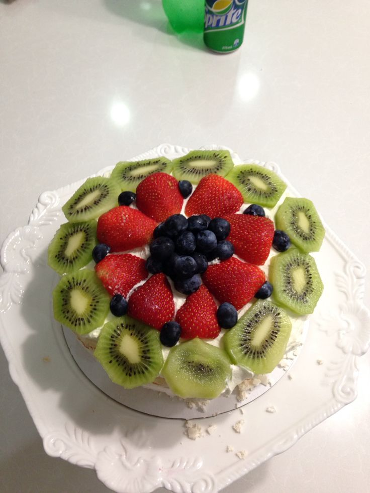 Pavlova w/ fresh fruit