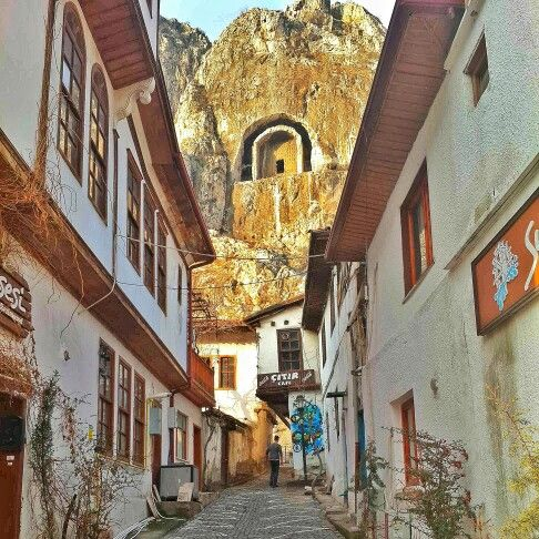 Amasya #Turkey #Amasya #Yeşilırmak #history #historical #place #ırmak #şehzadeler #şehri #river #mavi #gökyüzü #light #road #colorful #landscape #nature #cool #life #madrasah #minaret #gökyüzü #mezarlık #tomb #road #architecture #Ottoman #stone #mountain
