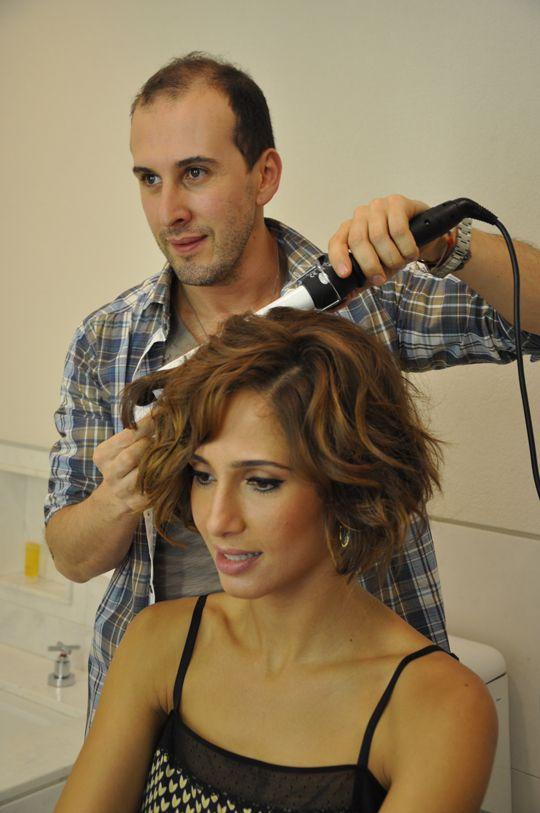 Camila Pitanga minutos antes de entrar na festa de lançamento da Vivara, no Hotel Fasano.
