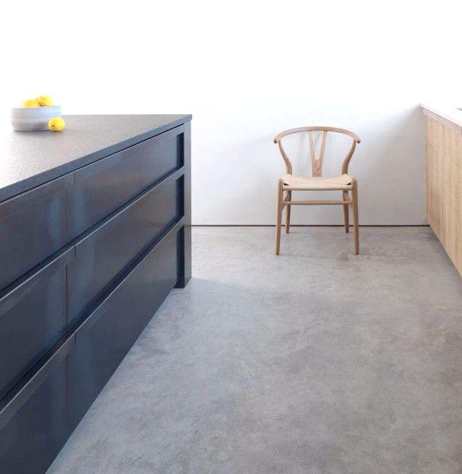Concrete floor. MacLaren Excell