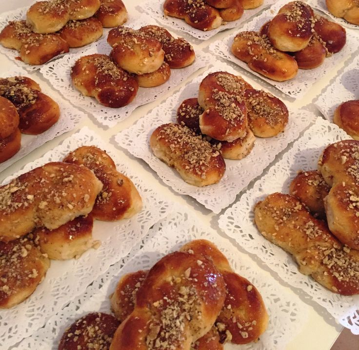 Moldavian+traditional+cookies,+martyrs,+CAMERA+DE+ZI+4+pieces+350g+They+are+made+according+to+traditional+recipes+from+Moldova+buns,+smeared+with+honey+and+sprinkle+with+nuts+and+chopped+ripe.+It+is+a+traditional+product+specific+Romanian+Moldova.Ingredients:+flour,+sugar,+milk,+eggs,+butter+82%,+yeast,+nuts,+honey,+Stroh+rum,+lemon+zest,+vanilla+sugar+Bourbon.