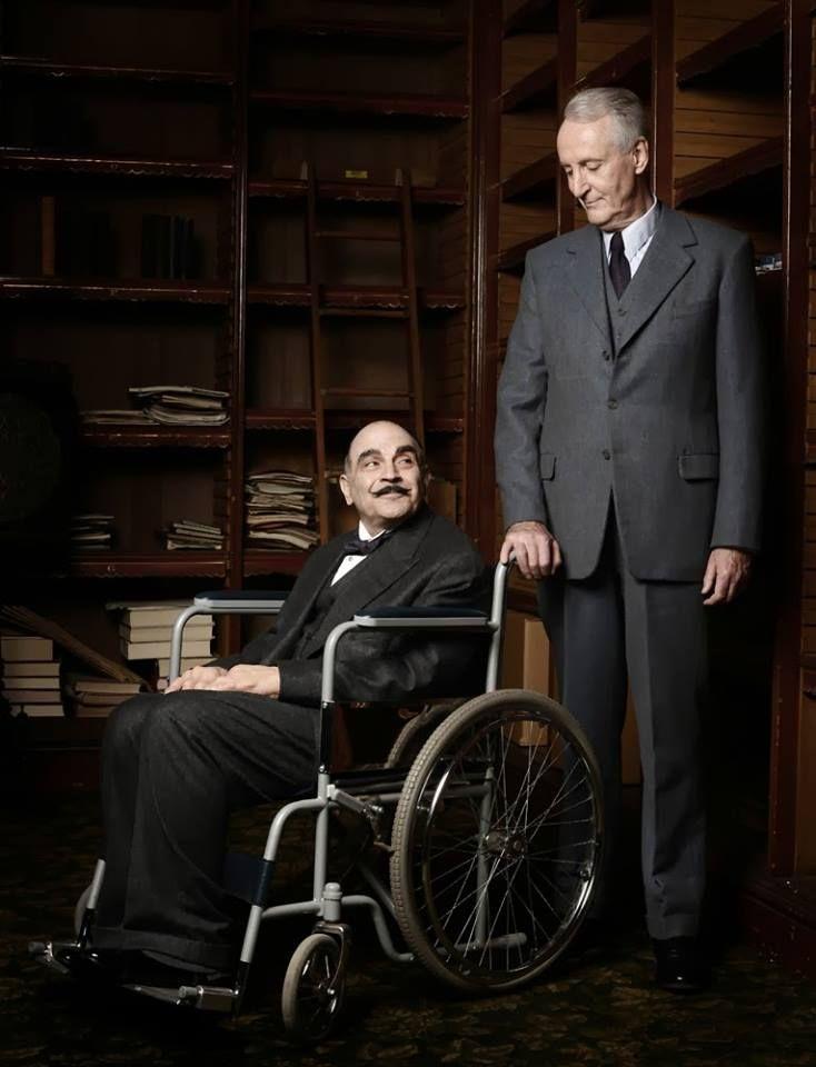 En septembre 2015, on célèbre la naissance d'Agatha Christie, née il y a 125 ans. Et on souligne que la seule fois où le New York Times a publié la notice nécrologique d'un personnage, c'était pour sa création, le célèbre Hercule Poirot. En son honneur, HERCULE POIROT QUITTE LA SCÈNE