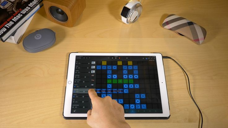 A basic walkthrough for GarageBand 2.1's new Live Loop feature. This video shows how to use GarageBand on iPad Pro, which is a beginners guide for Live Loops...