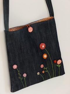 Bellas flores de botón ! /// denim bag with vintage buttons
