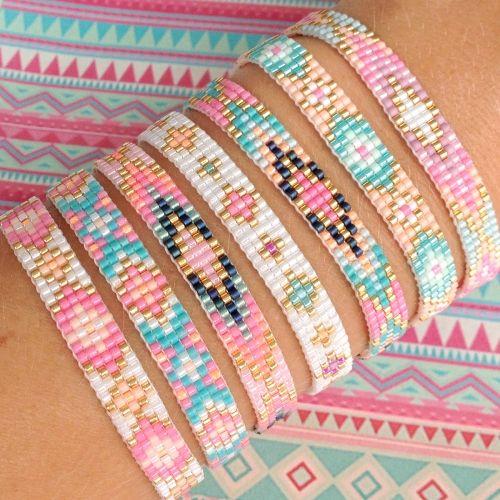 Dit geweven armbandje van prachtige miyuki kraaltjes heeft een prachtige glans en bestaat uit de vrolijkste kleurtjes! Als finishing touch zijn er goud- of zilverkleurige kraaltjes doorheen geweven. Je kunt zelf kiezen of je deze (en de sluiting) in goud of zilver wilt. Leuk idee: combineer dit lieve armbandje met een armbandje met eigen tekst in hetzelfde patroontje. Het armbandje is te verstellen van 16 t/m 19 cm.  Artikelnummer:Mint15-01 Lengte:18 cm inclusief sluiting Breedte:8 mm...