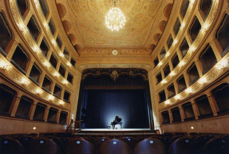 """TEATRO GIOACCHINO ROSSINI (interno). Il Teatro fu edificato tra il 1757 e il 1761 dall'architetto Francesco Petrocchi con l'intervento dell'architetto Antonio Galli Bibiena per le rifiniture e la disposizione dei locali interni. Intitolato a Gioacchino Rossini nel 1859, è considerato il prototipo del """"teatro all'italiana"""" (foto Fondaz. Teatro Rossini). Indirizzo: Piazzale Cavour, 17 #Lugo di #Romagna. Tutte le info qui: http://www.romagnadeste.it/it/9-lugo/i1525-teatro-rossini.htm"""