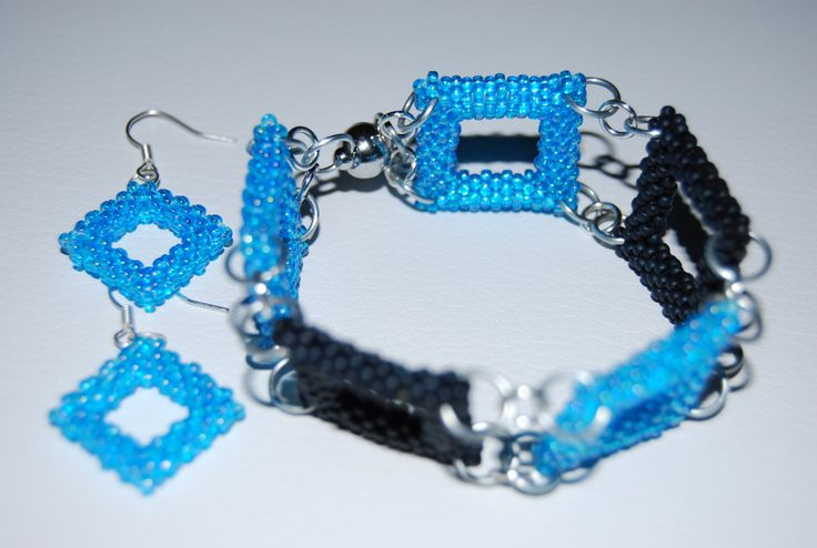 Beaded Square Pattern Jewelry Set (Bracelet and Earrings) made with TOHO beads - handmade using the Peyote 3D technique by BeaduBeadu on Etsy