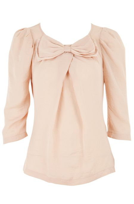 So pretty. Lovely sleeves and bow.